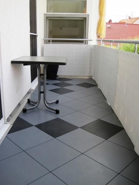 balkonbelag kunststoff fliesen aufgefrorener fliesenbelag auf balkon terrasse. Black Bedroom Furniture Sets. Home Design Ideas